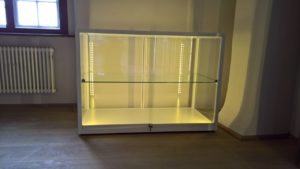 Thekenvitrine mit LED-Beleuchtung