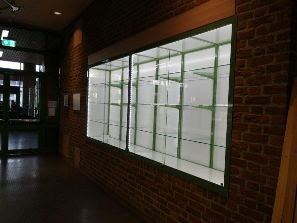 Eckvitrine für Nischen mit LED-Licht